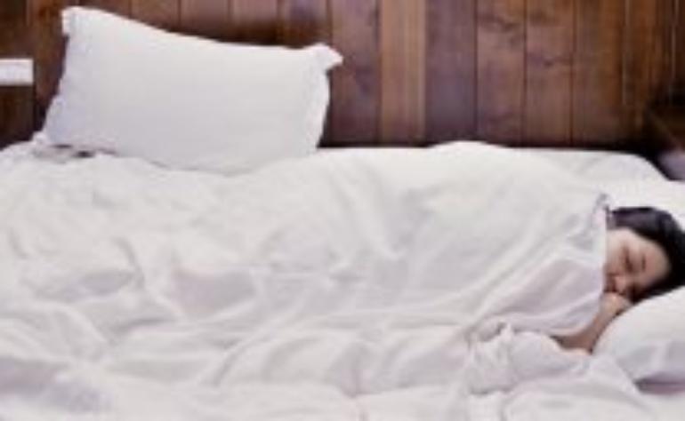 Cuscino Sonni Tranquilli e Salutari: erbe e fragranze per la qualità del sonno